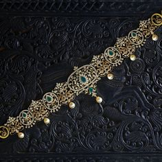 Flaunt your waist with this peacock motif bridal waist belt Crafted in yellow gold design Studded with brilliant round cut diamonds, emeralds South sea pearl droplets hanging at regular intervals give the oddiyanam a delicate appearance Gold Chain Design, Gold Bangles Design, Jewelry Design, Vaddanam Designs, Indian Wedding Jewelry, Bridal Jewelry Sets, Diamond Jewellery, Gold Jewelry, Peacock