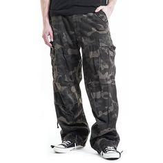 """#Pantaloni taglio casual """"M65 Vintage Trousers"""" della collezione #REDbyEMP extra comodi, modello Loose Fit con stampa camouflage. Dotati di 2 ampie tasche laterali e 2 sul retro, lacci nell'orlo inferiore, per fermare i pantaloni una volta arrotolati. Stile Vintage, in morbido cotone."""