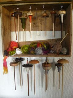 For spindle storage. Paint or stain to match the rest of the room, or house in general. Use the top as a shelf for support spindle bowls. Spinning Wool, Hand Spinning, Spinning Wheels, Yarn Storage, Craft Storage, Drop Spindle, Art Du Fil, Nativity Crafts, Weaving Textiles