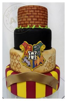 Harry Potter cake - gorgeous!   If I were to order a cake like this I would add a  bit more to it and use the house colors for Ravenclaw..