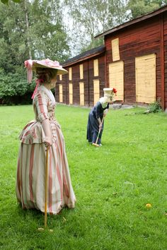 Rococo Atelier:  So, should we have the Gustavian Day picnic this year as well?  Me:  Sure, why not.   The Museum of Old Vaasa: Yay, come on...