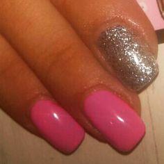 Vernis semi-permanent rose flashy et pailleté couleur bubble pink et diamond sand de La Femme http://www.gel-uv-discount.com/vernis-semi-permanent.htm #vernissemipermanent #vernispermanent #geluv #geluvdiscount #ongles #nail #nailart #fauxongles #onglesparfaits #manucure #gelpolish