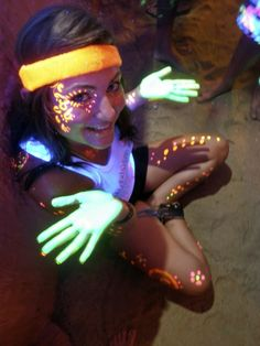Body paint parties in Haad Rin - Same Sames guesthouse Thailand Vacation, Thailand Travel, Full Moon Party, Electric Daisy Carnival, Koh Phangan, Famous Beaches, Tropical Decor, Paint Party, Face Art