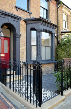Victorian Front Garden, Victorian Terrace, Terrace House Exterior, Facade House, Edwardian House, Victorian Homes, House Extension Design, House Design, Porch Extension