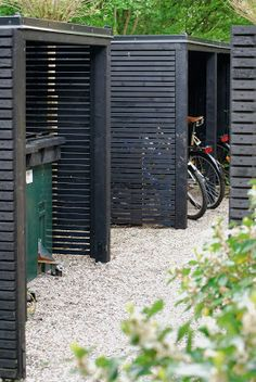 Skjul i trädgården är både snyggt och praktiskt — Almbacken Trädgårdsdesign Garden Buildings, Garden Structures, Garden Paths, Landscape Design, Garden Design, Bicycle Storage, Minimalist Garden, Bike Shed, Shed Storage