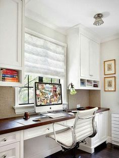I love this quaint home office! (eclectic home office by Alan Design Studio) Office Nook, Guest Room Office, Home Office Space, Small Office, Home Office Design, Home Office Decor, Home Decor, Office Ideas, White Office