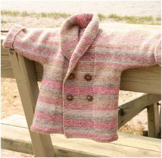 Free Knitting Patterns Double Breasted Jacket with Shawl for Baby –freeknitting pattern is>>here.