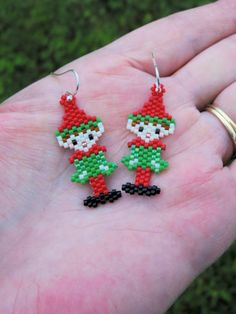 Beaded Christmas Ornaments, Christmas Earrings, Christmas Jewelry, Beaded Earrings Patterns, Seed Bead Patterns, Beading Patterns, Seed Bead Projects, Beading Projects, Seed Bead Jewelry