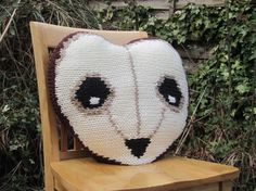 Owl knitted pillow