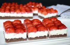 Vynikajúce tvarohové rezy s jahodami, ktoré máte urobené raz dva - chillin. Sweet Desserts, No Bake Desserts, Sweet Recipes, Delicious Desserts, Yummy Food, Healthy Diet Recipes, Snack Recipes, Dessert Recipes, Czech Recipes