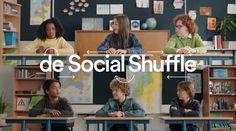De Social Shuffle is een makkelijke en gratis online tool, die de klasopstelling aan de hand van een berekening door elkaar husselt. Vier keer per jaar krijgt iedereen een andere plek. De tool zorgt er daarbij voor dat kinderen in de buurt van zoveel mogelijk verschillende klasgenootjes komen te zitten. Zo leert iedereen elkaar beter kennen. Uit onderzoek blijkt dat kinderen dan aardiger worden voor elkaar. Maak ook je klas leuker en socialer. Doe de Social Shuffle!