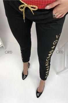 Moderné dámske tepláky čierne Capri Pants, Suits, Fashion, Capri Pants Outfits, Capri Trousers, Outfits, Fashion Styles, Suit, Men's Suits