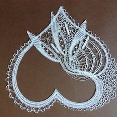 Mis trabajos Form Crochet, Crochet Motif, Crochet Lace, Lace Drawing, Romanian Lace, Bobbin Lacemaking, Bobbin Lace Patterns, Lace Heart, Lace Jewelry