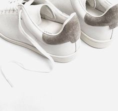 You can never have too many pairs of sneakers in our opinion! These minimalist Bart trainers by are currently sitting pretty at the top of our wish-list Shop using code on site Image via by stylebop White Sneakers, Shoes Sneakers, Trendy Womens Sneakers, Womens High Heels, Minimal Classic, Minimal Chic, Look Fashion, Fashion Shoes, Flats