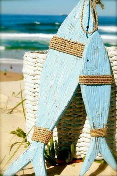 You can enhance the natural beauty of your home with beach house decorating ideas. Coastal Decor like beach art and furniture. Coastal Style, Coastal Living, Coastal Decor, Arte Pallet, Pallet Art, Lake Decor, Wooden Fish, Driftwood Crafts, Driftwood Fish