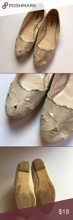 Cream floral ballet flats Beautiful cream flats! Floral textile pattern. Moderate wear, flaws shown in photos are a few marks on the back of the heels and the soles. Lots of life! Urban Outfitters Shoes Flats & Loafers