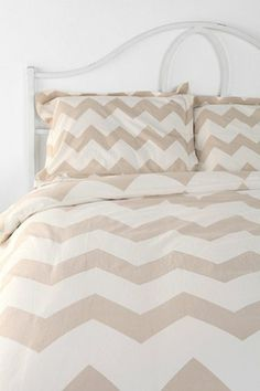 chevron striped bedding http://rstyle.me/n/g2rqvr9te