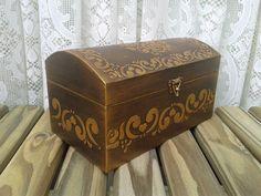 Baú Dourado c/Relevo Imperial e cadeado no Craft Projects, Projects To Try, Antique Boxes, Handbags Michael Kors, Box Design, Hope Chest, Metal Art, Jewelry Box, Stencils