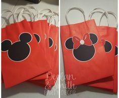 This listing is for the Minnie Mouse and Mickey Mouse silhouettes that are on the front of the party favor bags. ****The bags are NOT included in this listing.**** (The bags were purchased at Party City.) The silhouettes will be perfect to add to your party favor bags or used in other Boy Birthday Parties, 2nd Birthday, Miki Y Mini, Minnie Mouse Roja, Boy Disney Shirts, Mickey Mouse Silhouette, Birthday Template, Mickey Mouse Parties, Kids Party Games