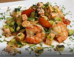 Пикантные креветки с лососем и овощами! И 356 ккал в 1 порции:-). Ингредиенты: лосось, креветки, цукини