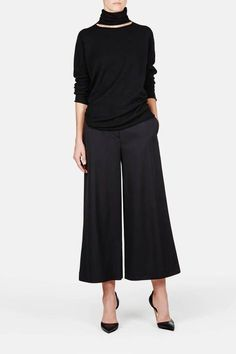 Wide pants: Proenza Schouler — Cropped Wide Leg Pant Black — T. Mode Outfits, Chic Outfits, Fashion Outfits, Womens Fashion, Cropped Pants, Wide Leg Pants, Black Pants, Casual Chic, Today's Fashion Trends