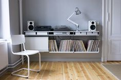 Designed by Dieter Rams in 1960 and made by Vitsœ ever since.