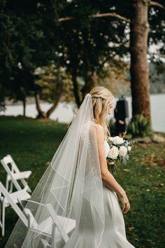 This bride wore an elegant floor length veil with her modern wedding dress | Image by Lukas Korynta Floor Length Veil, Elopement Inspiration, Bridal Fashion, Bridal Style, Wedding Blog, Flower Girl Dresses, Bride, Boho, Elegant