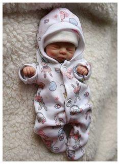 Ooak polymer clay baby girl art doll by Mvltinyartcreations Bb Reborn, Reborn Toddler Dolls, Silicone Reborn Babies, Newborn Baby Dolls, Cute Baby Dolls, Silicone Dolls, Cheap Reborn Dolls, Real Looking Baby Dolls, Real Life Baby Dolls
