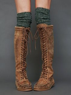 Love ❤ these moccasin boots with leg warmers
