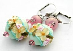 Hey, I found this really awesome Etsy listing at http://www.etsy.com/listing/126836090/green-flower-earrings-floral-lampwork