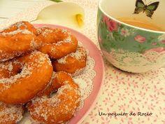 Cuando Cristina de Kanela y Limón , puso hace unos días estas rosquillas, tuve claro que las iba a probar antes de que acabara la Semana...