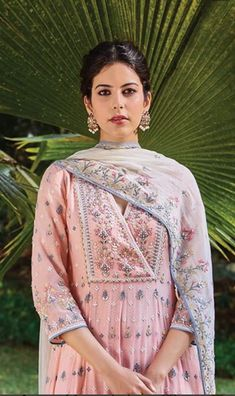 Indian design - Intricate details of every petal and every vine are threaded onto fabric by hands that never falter Masters of our crafts take years, even… Pakistani Dresses, Indian Dresses, Indian Outfits, Anita Dongre, Indian Attire, Indian Ethnic Wear, Indian Designer Outfits, Designer Dresses, Ethnic Fashion