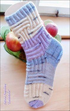 Fido … – knitting socks – Knitting for Beginners Baby Booties Knitting Pattern, Knit Baby Booties, Baby Knitting, Knitting Stitches, Knitting Socks, Knitting Patterns, Crochet Patterns, Crochet Socks, Knit Crochet