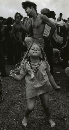 9ff727f4a1c12 dance girl woodstock 1969 Hippie Photography