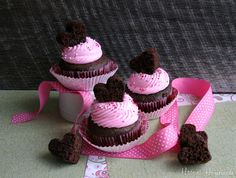 Easy Valentine Cupcakes    (Im not a fan of the filling so I will leave that step out of mine)