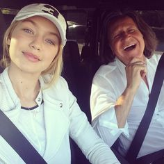27 Gigigrams That Prove She's the Queen of Casual Style And a Baseball Cap and Mesh Jacket With Dad Gigi Hadid Casual, Yolanda Foster, Bella Gigi Hadid, Anwar Hadid, Love You Baby, Kendall Jenner Style, Celebs, Celebrities, Skinny
