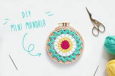 """Como hacer un mini mandala de ganchillo (y ponerlo súper mono, en un bastidor) por """"I am a Mess Blog"""""""