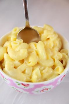 Microwave Macaroni and Cheese in a Mug (Microwave Mug Meals) - Gemma's Bigger Bolder Baking Savory Snacks, Healthy Snacks, Healthy Eating, Healthy Recipes, Quick Recipes, Clean Eating, Budget Recipes, Quick Snacks, Protein Snacks