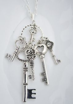 beautiful silver keys necklace Omg so beautiful, I need to make this -shablie