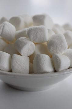This unlikely ingredient is actually known to help reduce skin irritation! Find out how marshmallow can star in your skincare routine🌟: Marshmallow Pictures, Marshmallow Test, Marshmallow Cream, Bobbing For Apples, White Day, Sugar Cravings, Healthy Baking, Kids Meals, Baking Recipes
