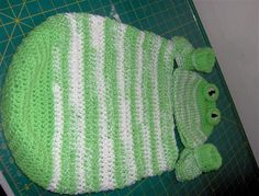 Free Crochet Baby Frog Cocoon, Hat and Booties Pattern.