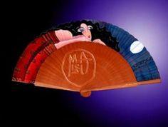Abanico de madera de peral pintado a mano por Mabel Ruiz
