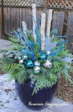35 Festive outdoor holiday planter ideas to decorate your porch for Christmas - Home Decoration Christmas Urns, Silver Christmas Decorations, Christmas Projects, Winter Christmas, Christmas Home, Christmas Wreaths, Christmas Ideas, Outdoor Christmas Planters, Outdoor Planters