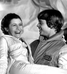 Carrie Fisher (Princess Leia) and Mark Hamill (Luke Skywalker) - Behind the scenes of Star Wars