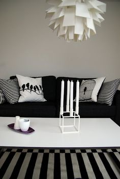 Find seriously discounted designer fabrics to complete black and white interior designs in the FabricSeen Black and White Curated Fabric Collection: http://blog.fabricseen.com/black-and-white-curated-fabric-collection/.