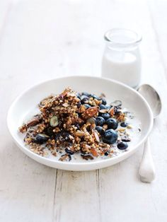 Granola with almonds and blueberries breakfast cereal, breakfast bowls, vegan breakfast, healthy breakfast Breakfast And Brunch, Breakfast Bowls, Blueberry Breakfast, Breakfast Cereal, Breakfast Smoothies, Vegan Breakfast, Healthy Breakfast Recipes, Brunch Recipes, Dessert Recipes