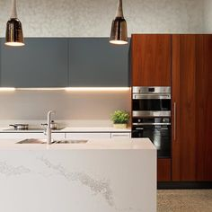 Neutrals | Marble Veining | Rich Timber An impeccable kitchen by #kitchenext & @steedform Loving the feature of marble inspired Caesarstone Statuario Maximus on the face of the island #caesarstone #caesarstoneau