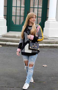 Streetstyle Look Bunter Wollpullover Asos Statementpullover Ripped Jeans Fashion Blog Köln 1