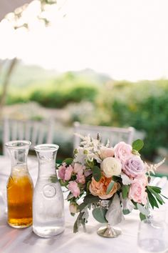 pretty rose centerpiece + carafes of sweet tea | Mint Photography