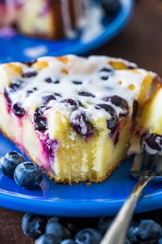 This easy Blueberry Ricotta Cake with lemon glaze is perfect served as a coffee or breakfast cake. Ricotta cake is a delicately sweet and elegant dessert with a clafoutis-like texture. Tiramisu Dessert, Ricotta Dessert, Lemon Ricotta Cake, Blueberry Cake, Blueberry Recipes, Blueberry Clafoutis, Elegante Desserts, Apple Coffee Cakes, Peach Cake